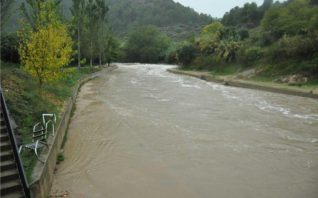 En Beceite el Matarraña anegó caminos y la piscina natural