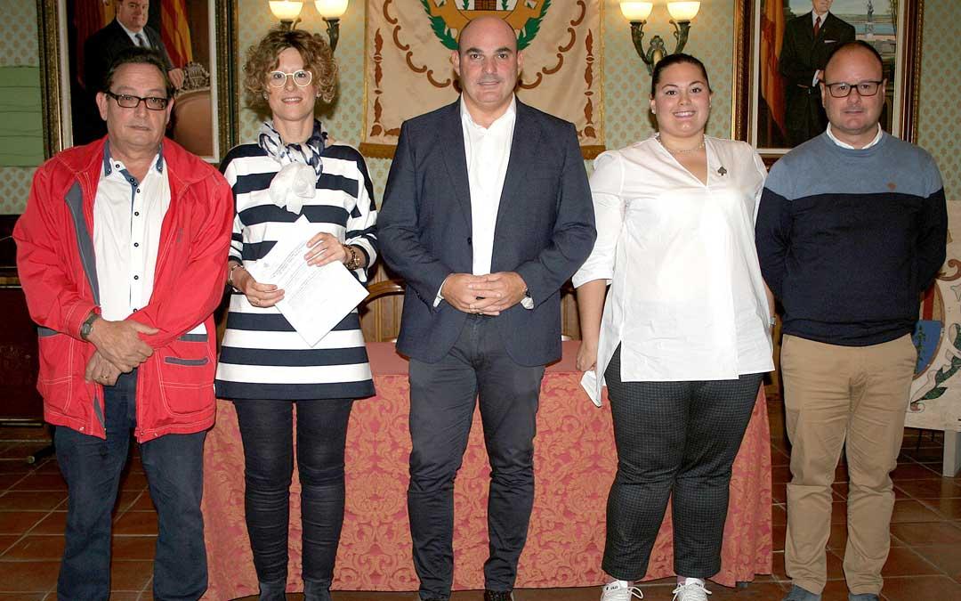 Firma de los convenios con entidades de Semana Santa en el Ayuntamiento. De izqda. a dcha., Barberán, Fuster, Gracia, Panadés y Navarro