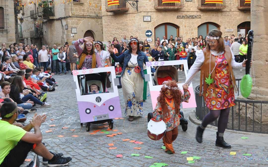 La Plaza de España fue el epicentro del desfile de disfraces