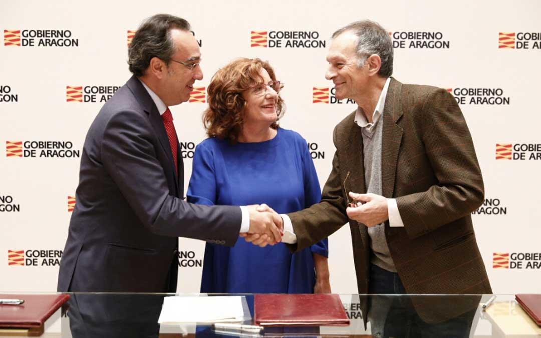 La consejera entre los directivos de Endesa y Ecodes