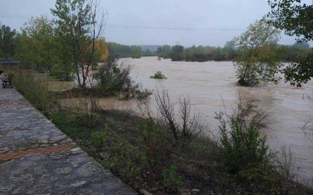 En Fabara se temió que el río se desbordase. Foto Raquel Mestre