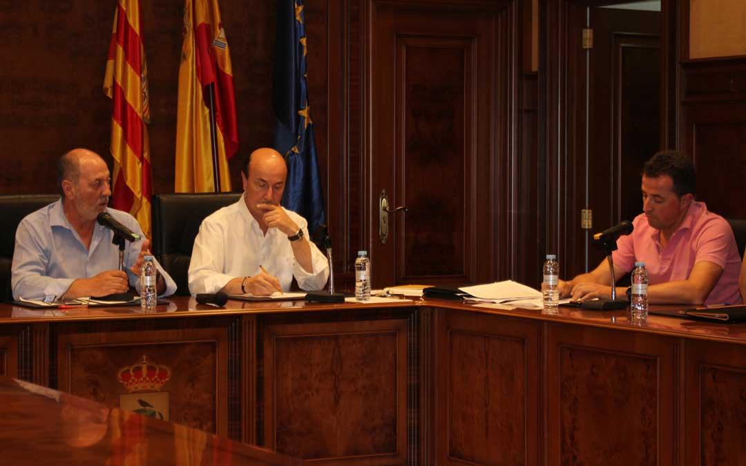 En el pleno del viernes se vivieron momentos tensos entre Ibáñez y Herrero. l. castel