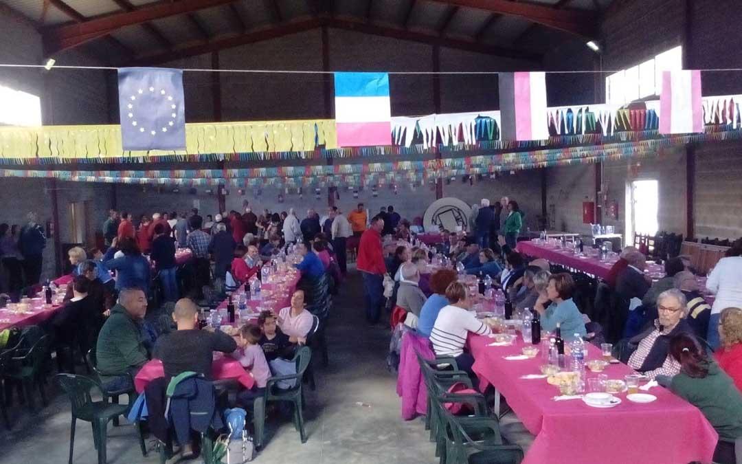 Los participantes disfrutaron de una gran comida de hermandad