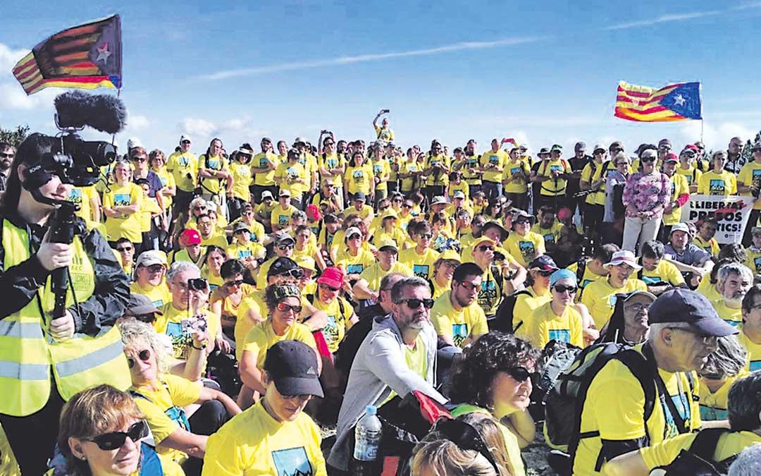 Cientos de personas el sábado en el acto celebrado en el Tossal del Rei. @fontmatilde