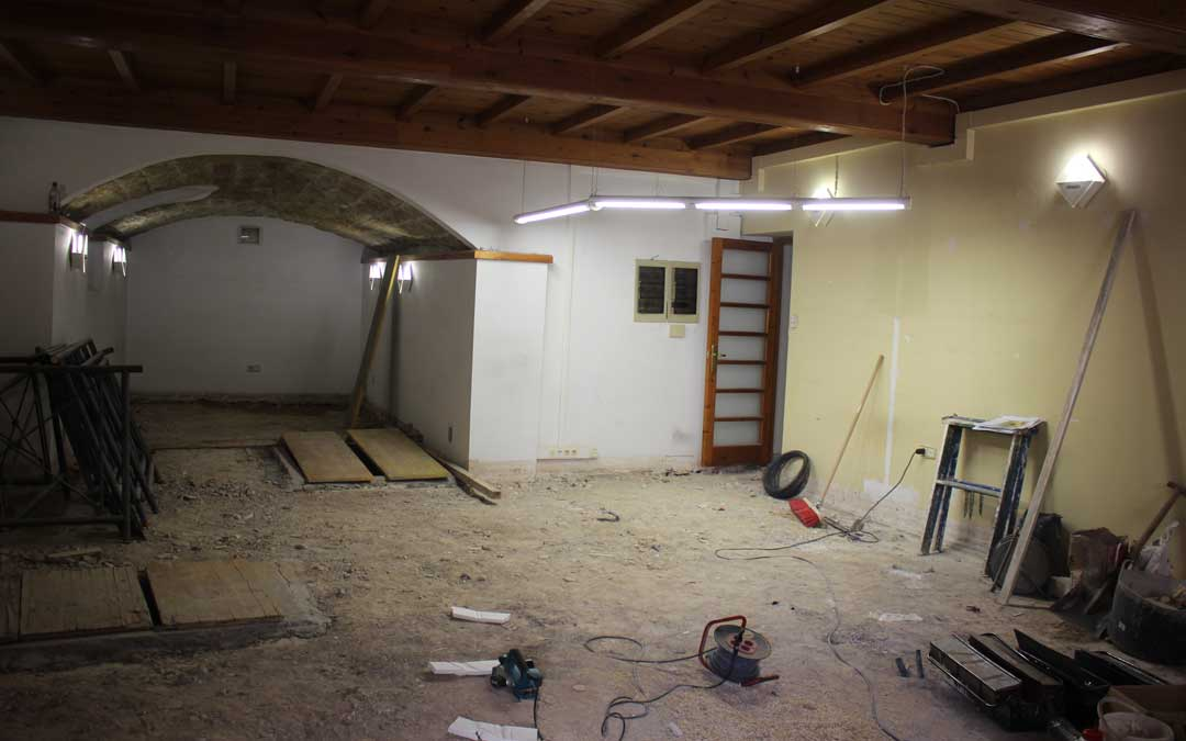 Estado del interior de la Oficina de Turismo, actualmente en obras, ayer al mediodía. l. castel