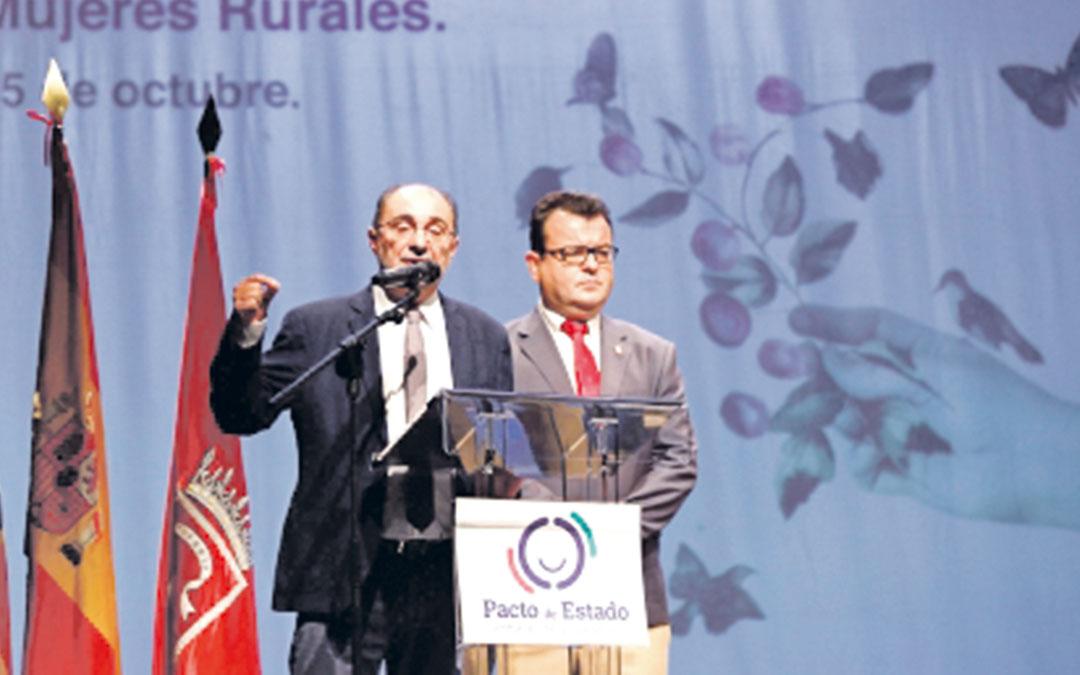 El presidente del Gobierno aragonés, Javier Lambán, en la inauguración de la jornada ayer en Zuera. gobierno aragón