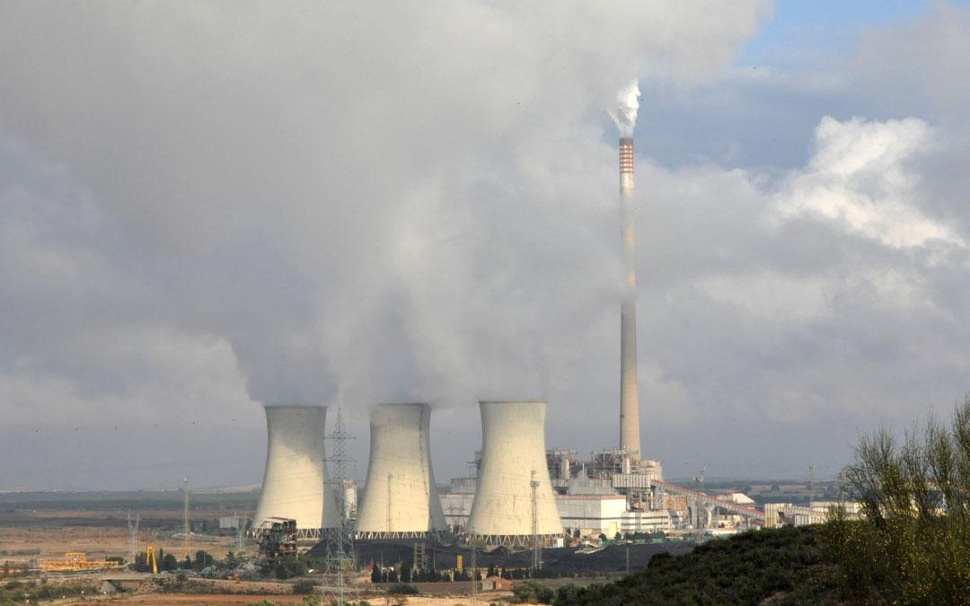 Central térmica de Andorra funcionando a pleno rendimiento con las tres turbinas en activo