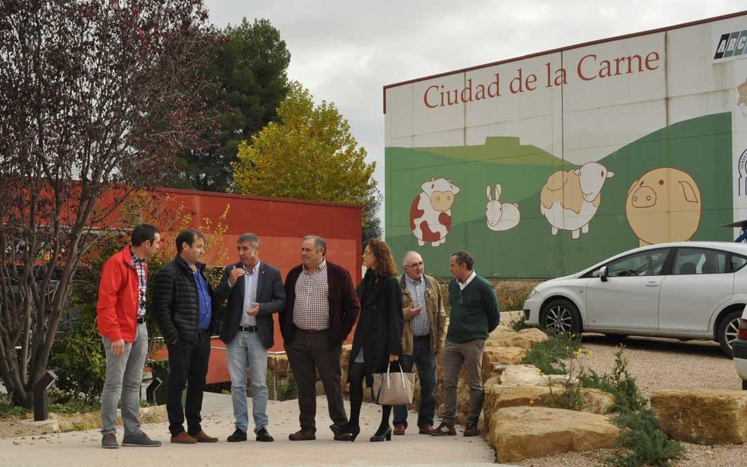 El diputado Ramiro Domínguez visitó las instalaciones de la Ciudad de la Carne en Valderrobres