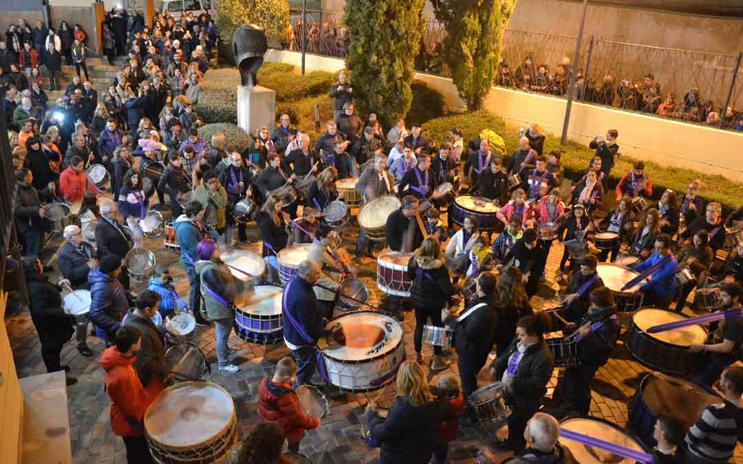 Numerosos tambores y bombos se concentraron en el patio del CBC para celebrar con la marcha Palillera la declaración. m. q.