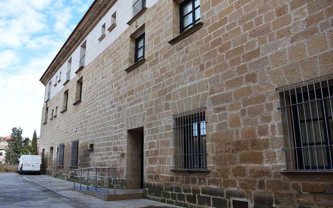 Imagen actual del edificio que alberga la Escuela de Música de Caspe.