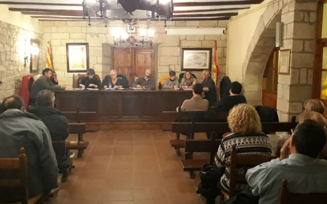 La sesión plenaria contó con la presencia de varios vecinos de la localidad