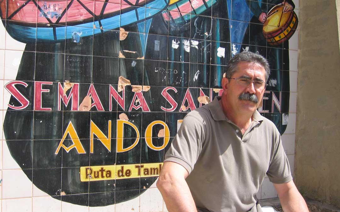 Javier González Sediles posando para el periódico La COMARCA durante una de sus entrevistas en su etapa de presidente de la Ruta