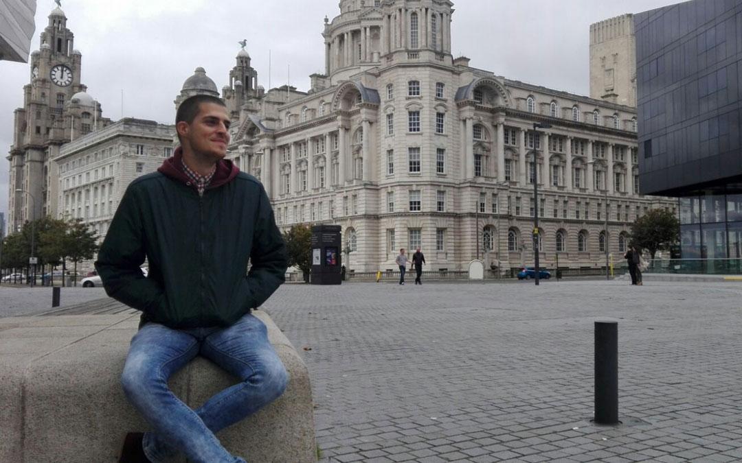 El joven valderrobrense destaca la sociabilidad de los habitantes de Liverpool