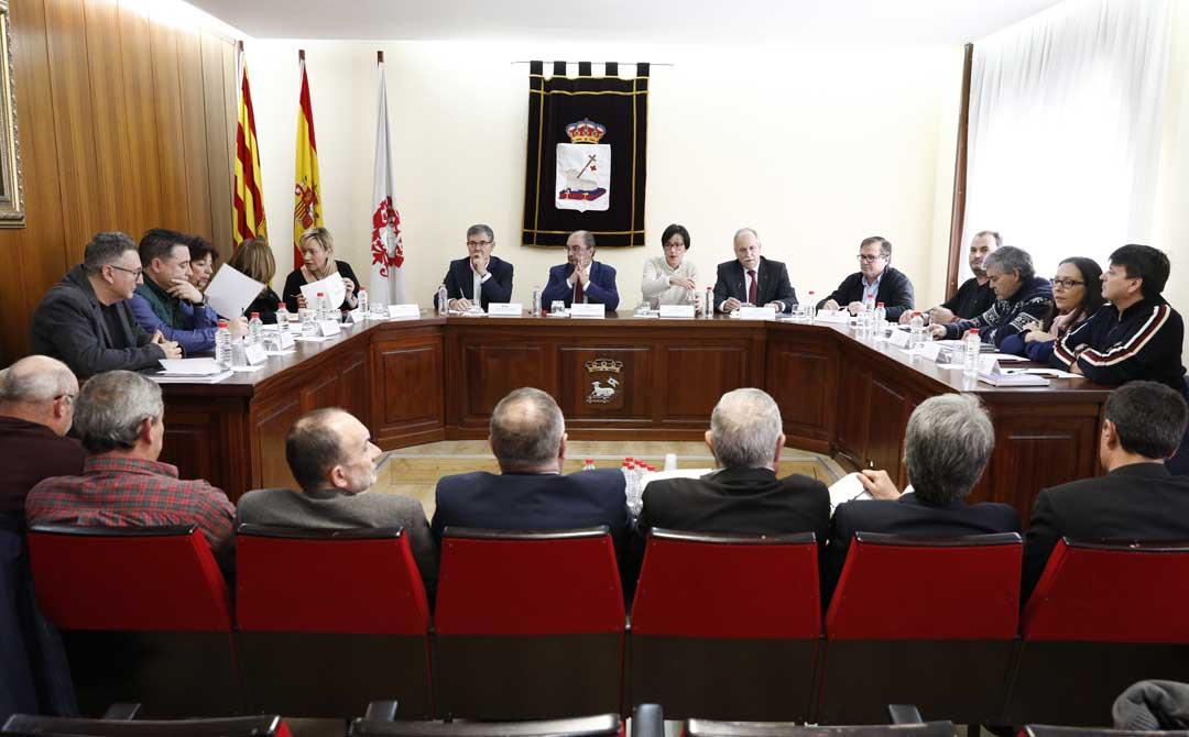 A la reunión han acudido agentes políticos, empresariales y sociales