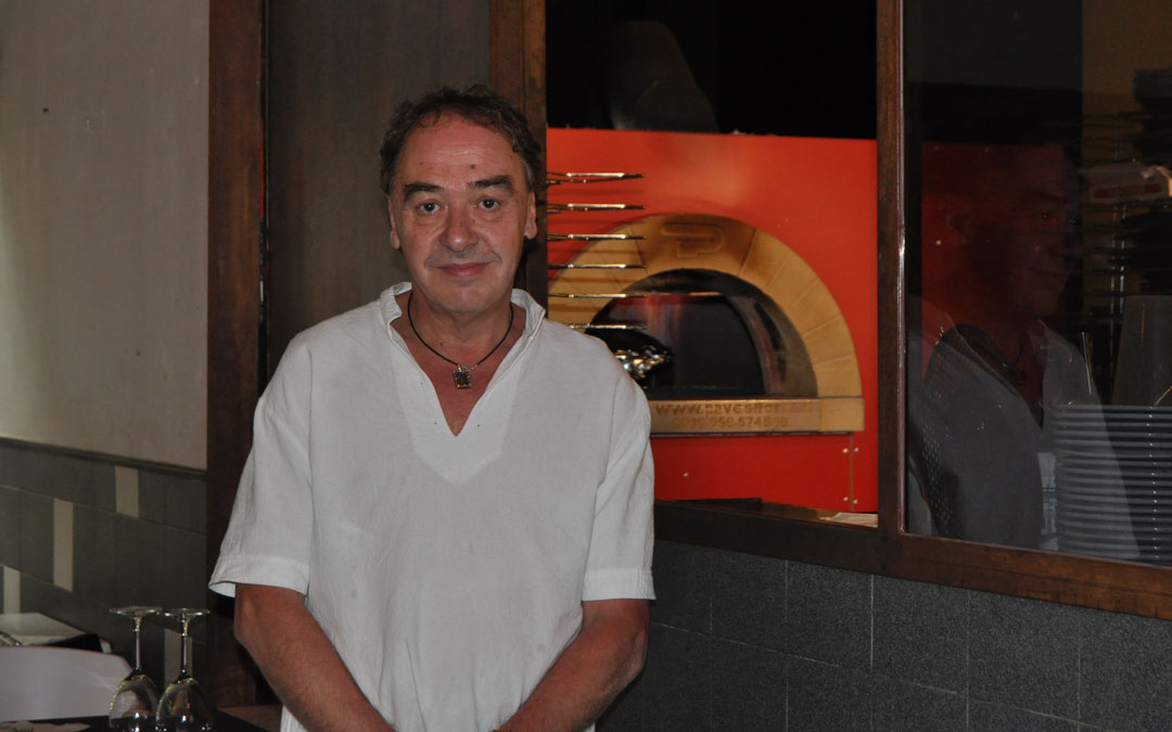 Terry Noble considera su casa, la pizzería que regenta en Valderrobres desde 1992