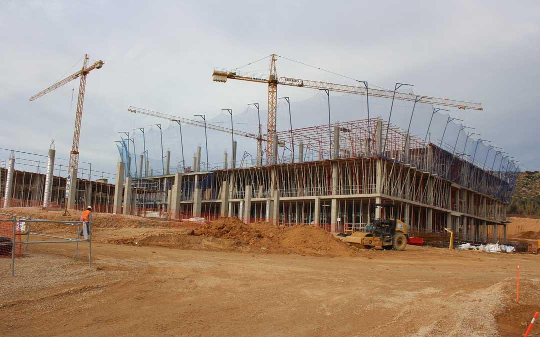 Estado de las obras del Hospital. Se está levantando la 2ª planta del área de hospitalización. l. castel