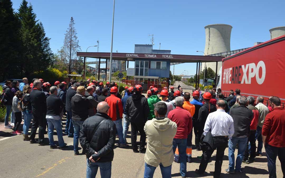 Una de las concentraciones en las puertas de la Térmica de trabajadores de Maessa, una de las subcontratas de la Central.