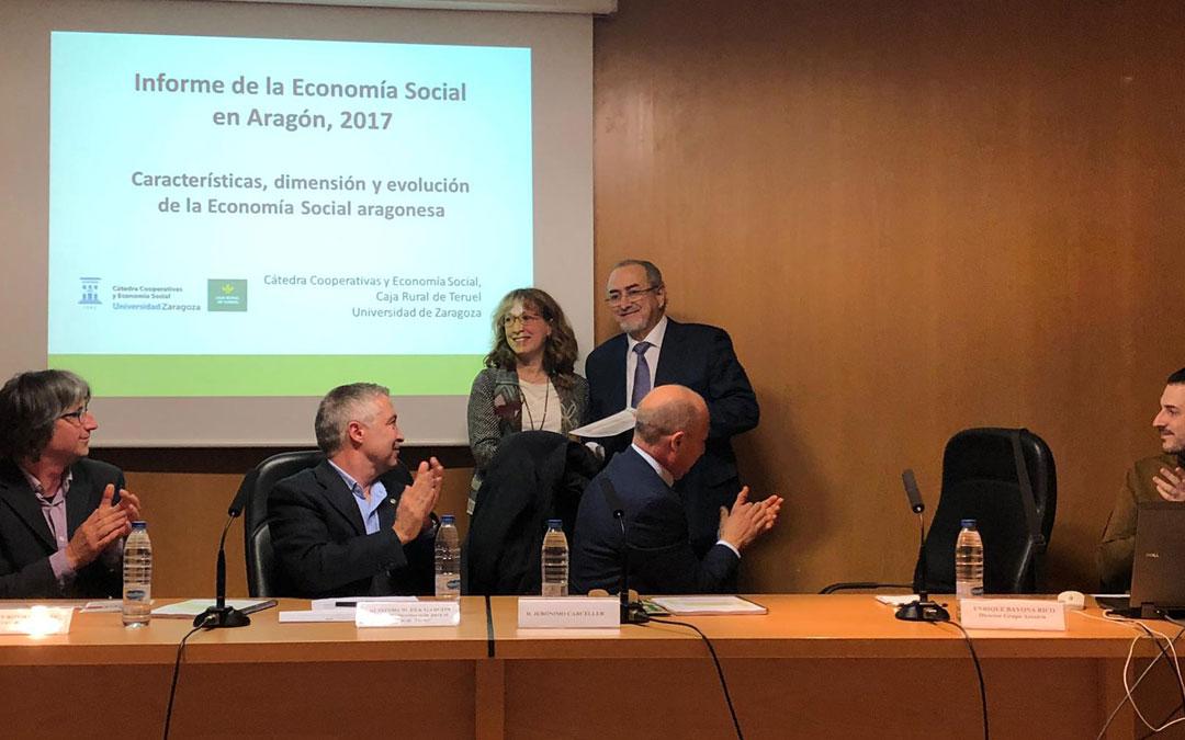 Enrique Bayona fue reconocido por la Cátedra de Economía Social