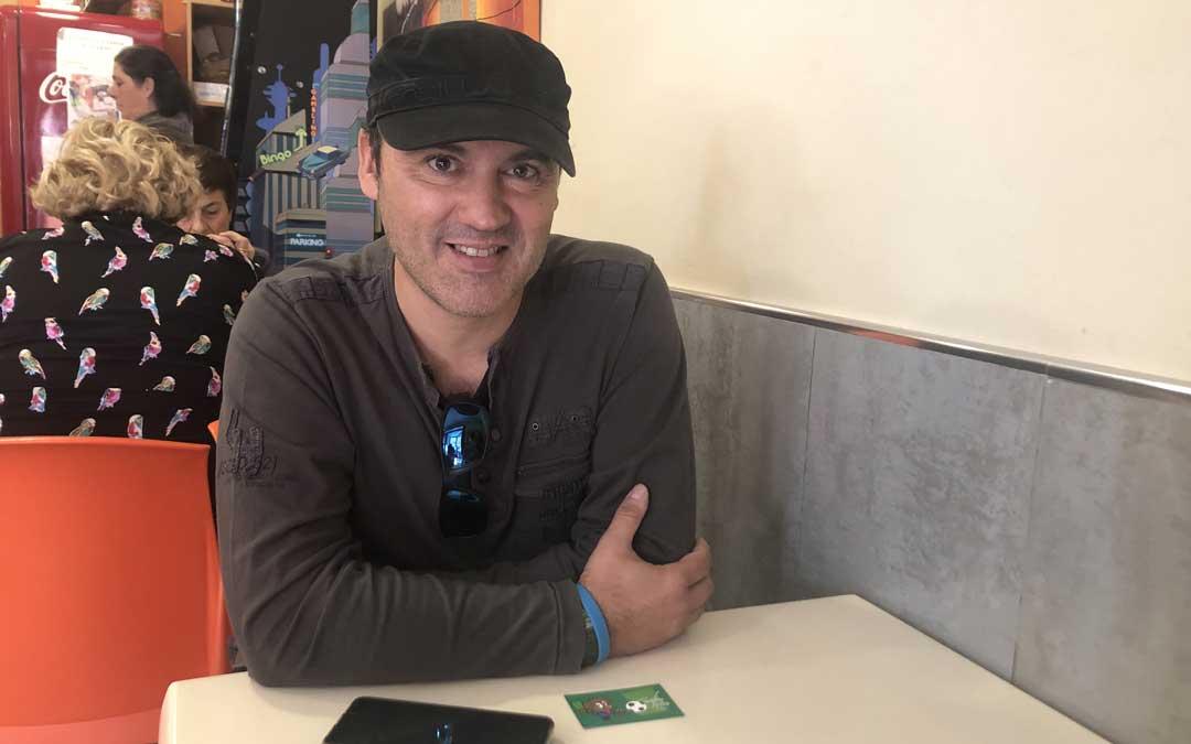 Kike Caballero, el pasado viernes, durante una entrevista para La COMARCA en una breve visita a Alcañiz desde Cádiz. Foto: L. Castel