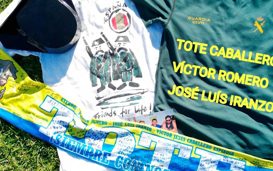 camisetas bufanda y material homenaje victor romero san silvestre cadiz