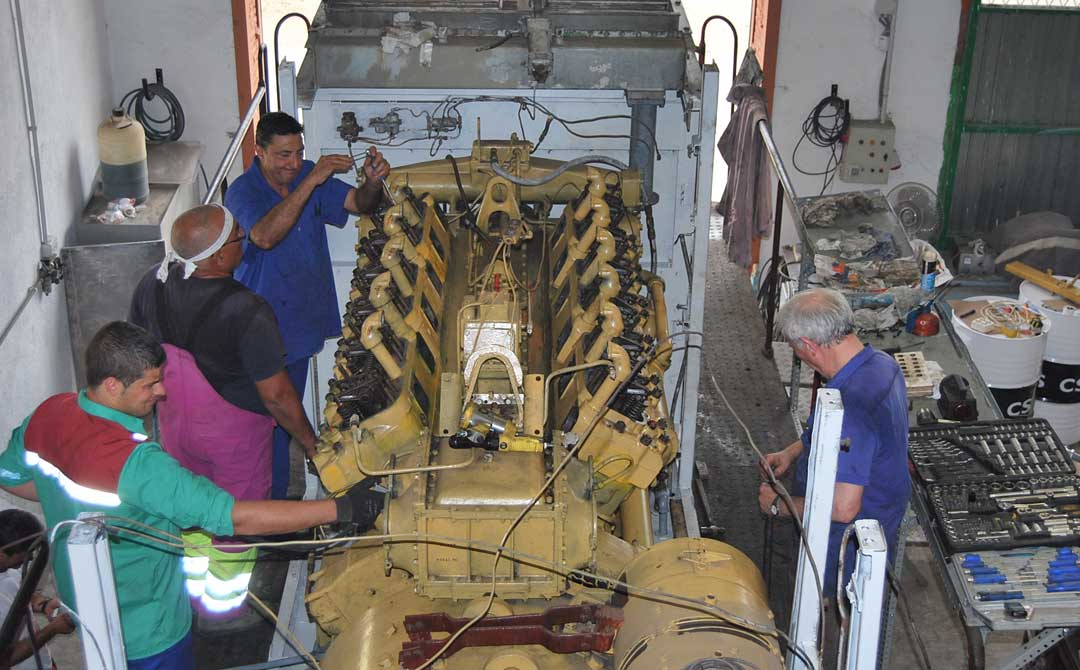 Trabajando en la recuperación de uno de los vehículos.