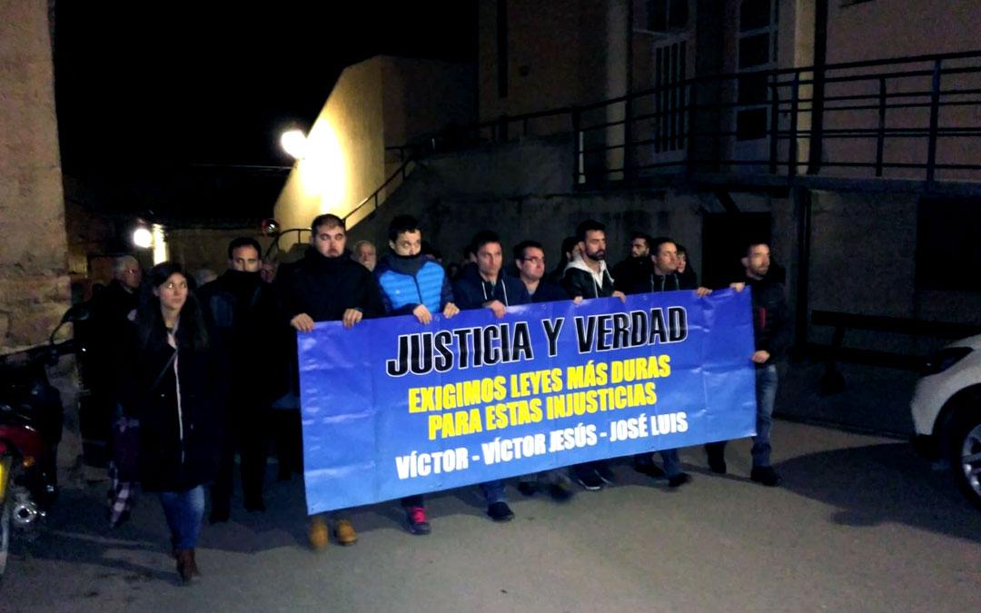 """El Ayuntamiento de Calanda pide """"aplazar"""" las medallas por el triple crimen de Andorra"""