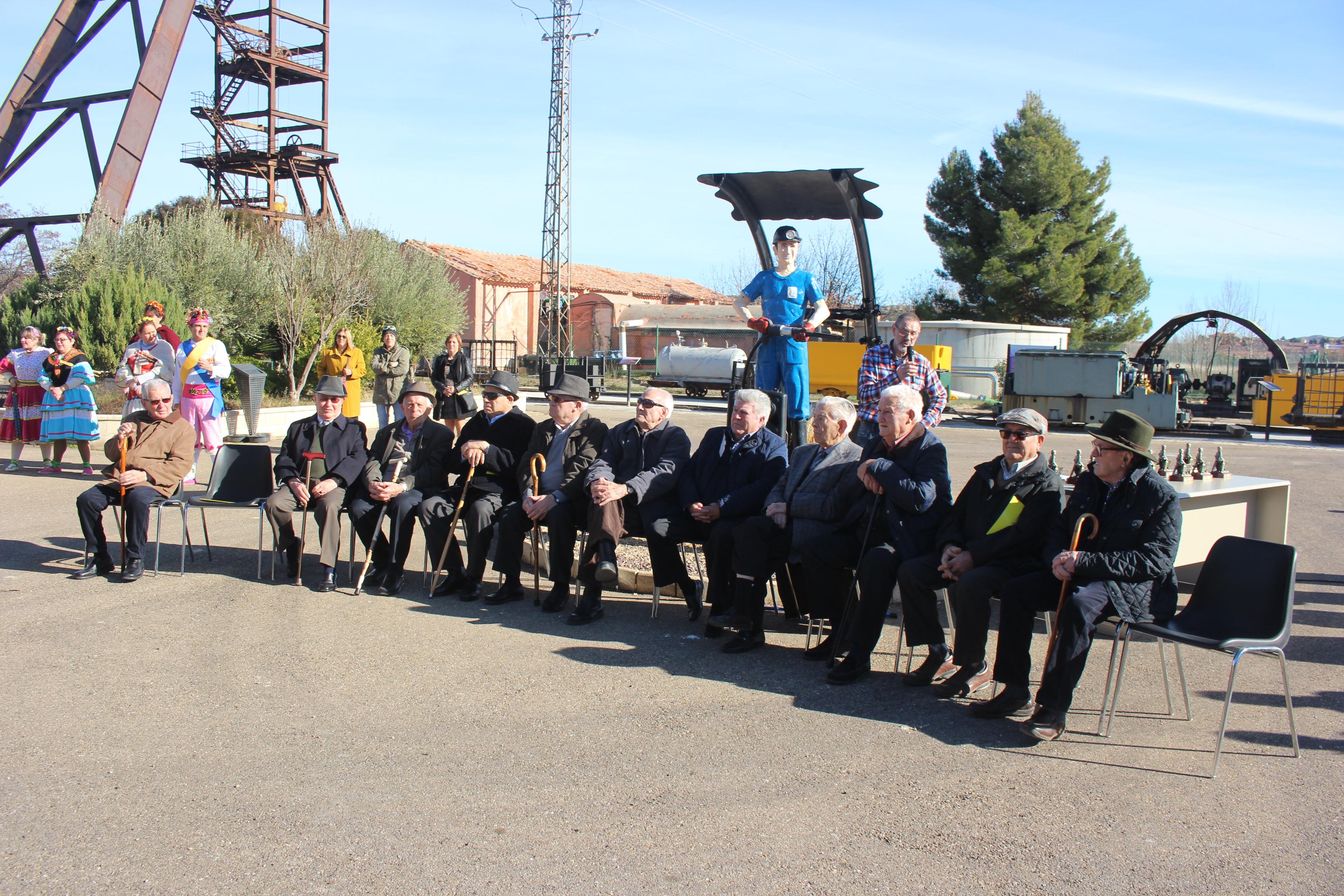 Mineros mayores de 81 años homenajeados. Dos de ellos no pudieron acudir al acto