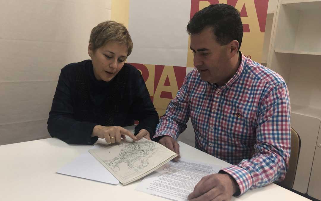 Los ediles del PAR Berta Zapater y Eduardo Orrios, este miércoles, en rueda de prensa