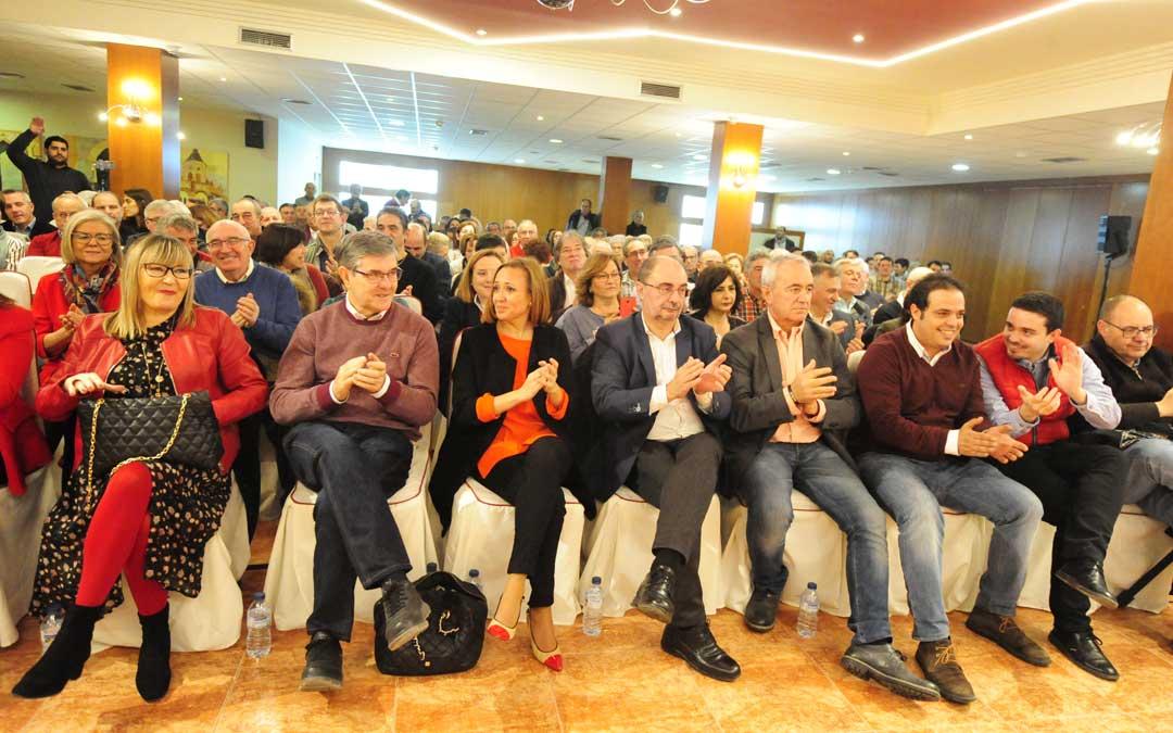 Asistentes al acto de este sábado del PSOE en Teruel con Lambán a la cabeza