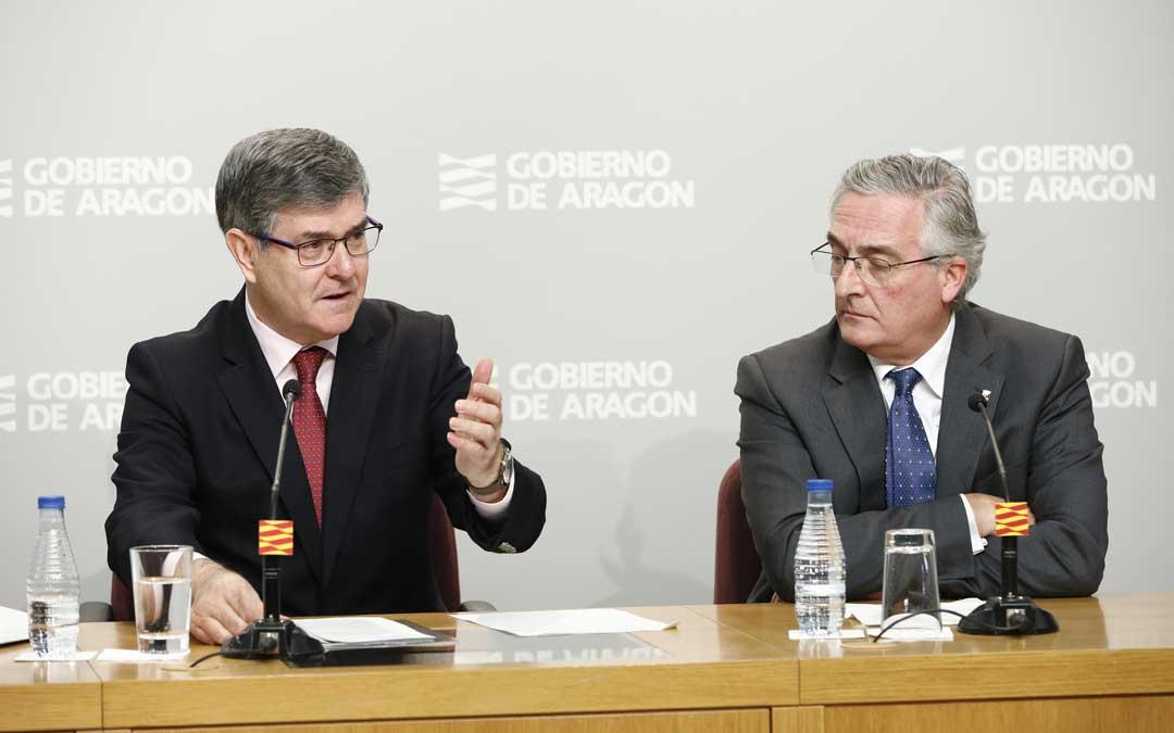Los consejeros Guillén y Olona este martes en la rueda de prensa posterior al Consejo de Gobierno de DGA