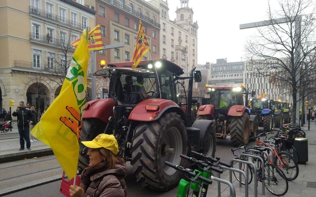 Más de 300 tractores toman Zaragoza en protesta por los costes de producción