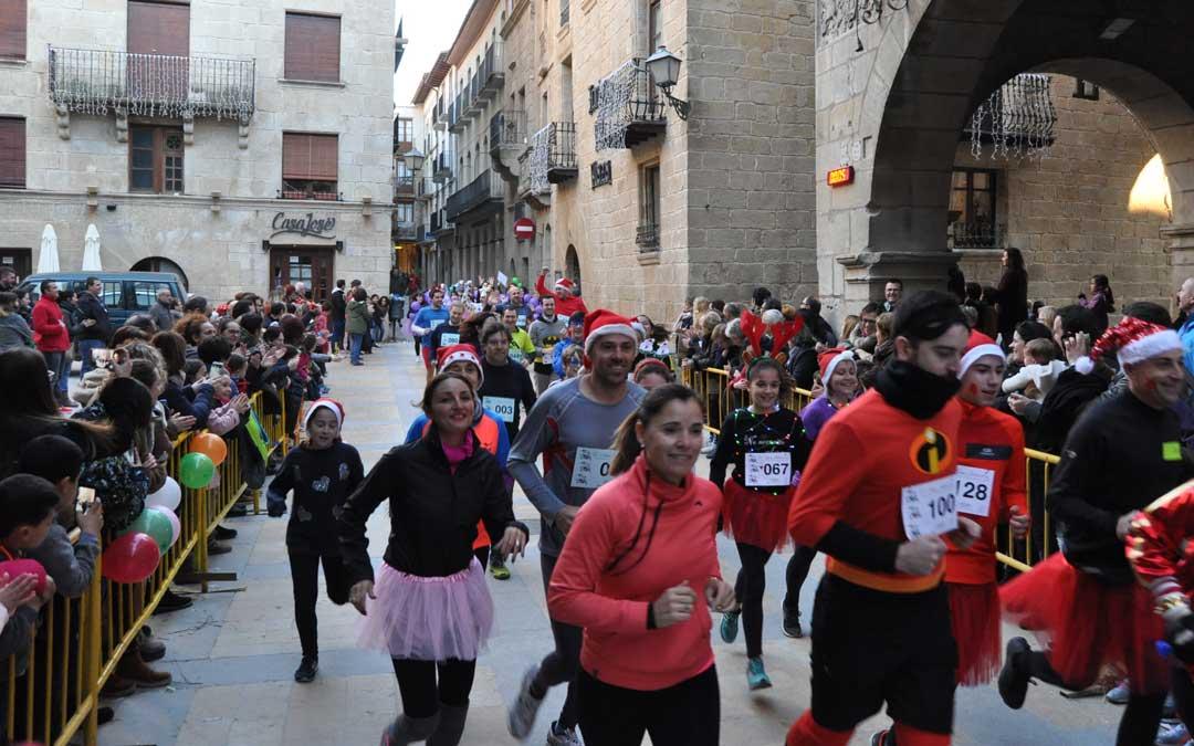 La salida tuvo lugar a las 17.00 en la Plaza de España de Valderrobres