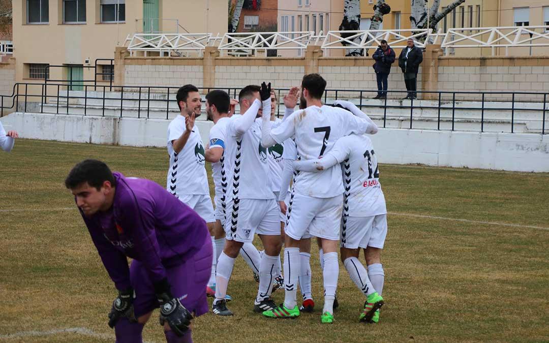 Los jugadores del Andorra celebran el primer gol