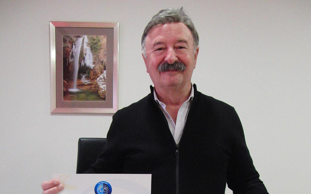 Merino con los certificados de Turismo de Estrellas