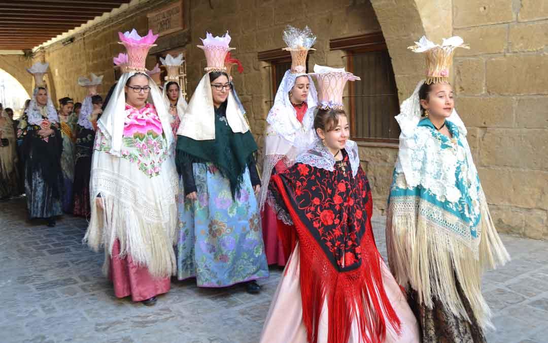 Las mujeres de Mazaleón en la procesión de Santa Águeda
