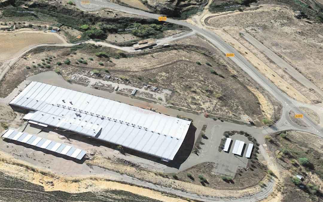 La nave de Gres de Aragón que reabrirá Samca está ubicada en la zona del Regatillo, al lado de la carretera que une Alcorisa con Andorra.