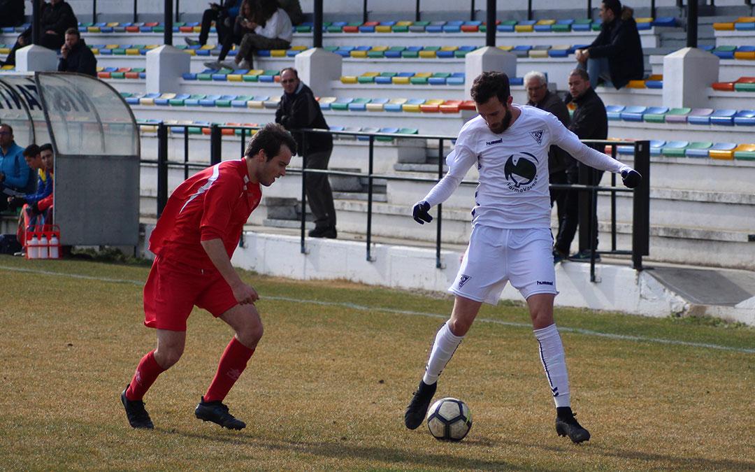 Diego Fernández, con un gol y una asistencia, fue uno de los más destacados del partido.
