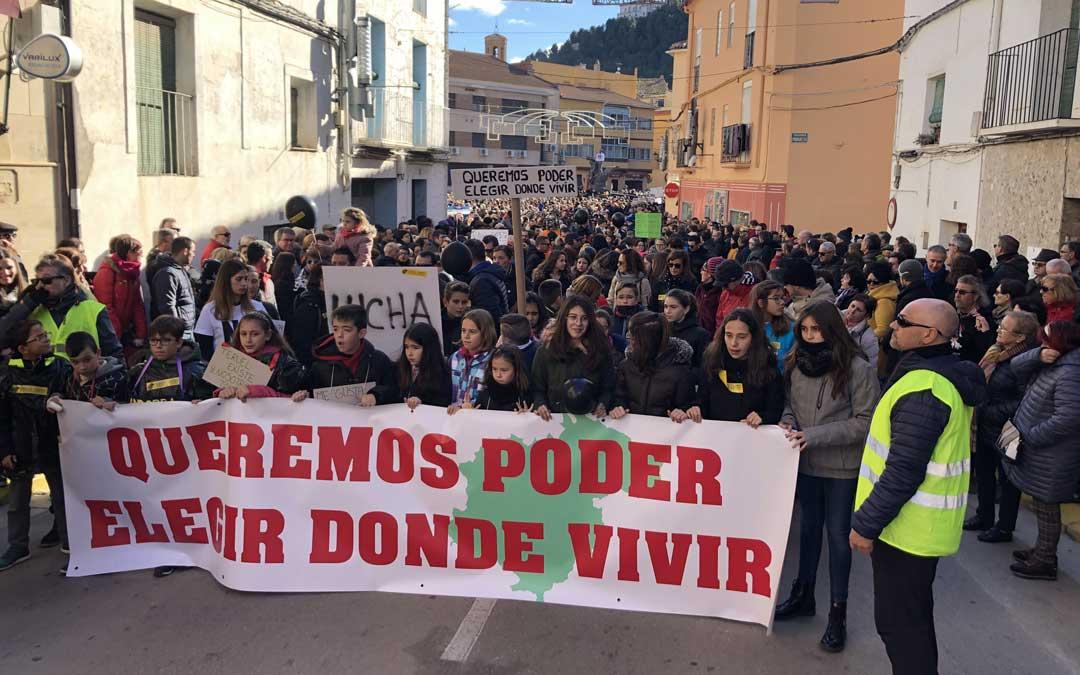 Los niños han encabezado la manifestación en Andorra por el futuro de Teruel