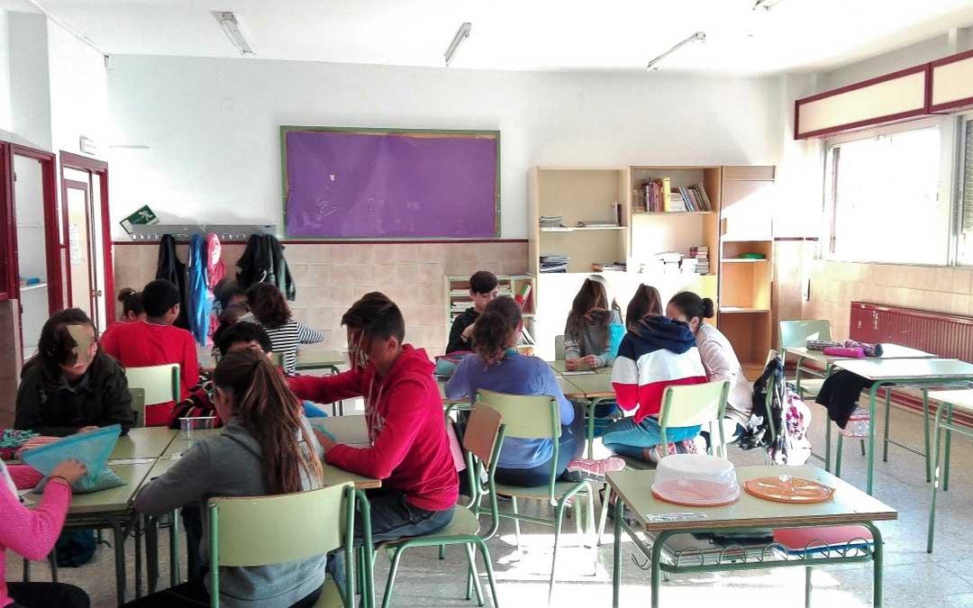 Uno de los talleres sobre el cambio climático en uno de los colegios del Bajo Martín.