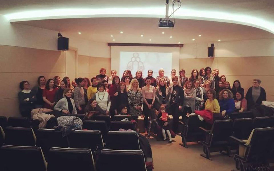 asistentes a la presentacion de la asociacion de mujeres turolenses enredadas