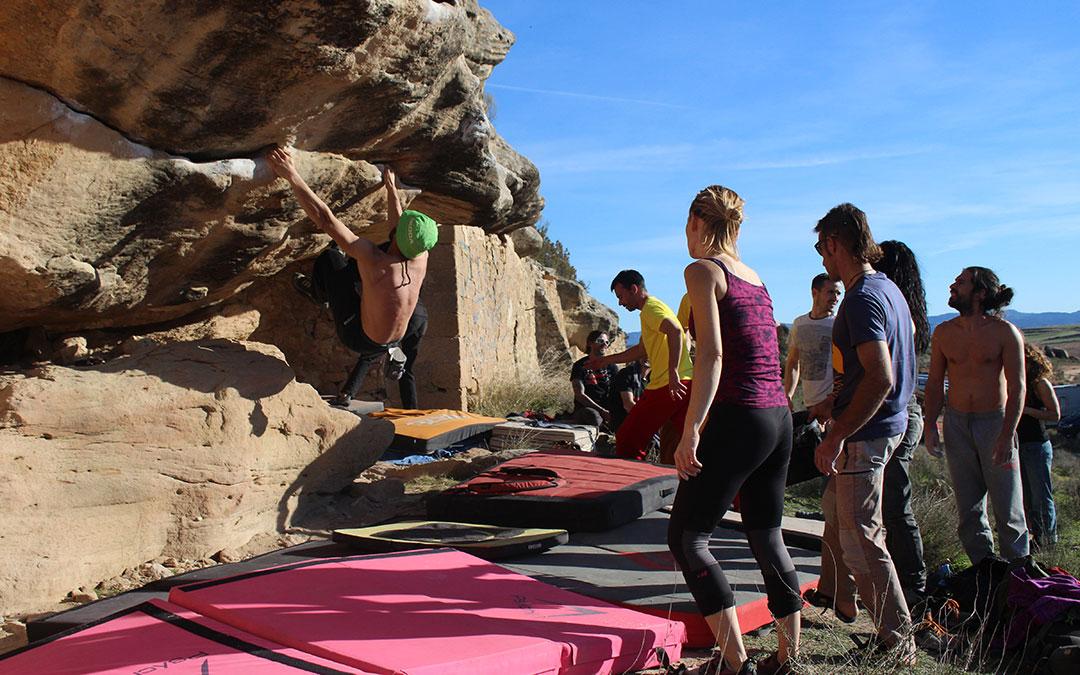 Más de cien escaladores se dieron cita el sábado por la mañana en la ermita de San Miguel.