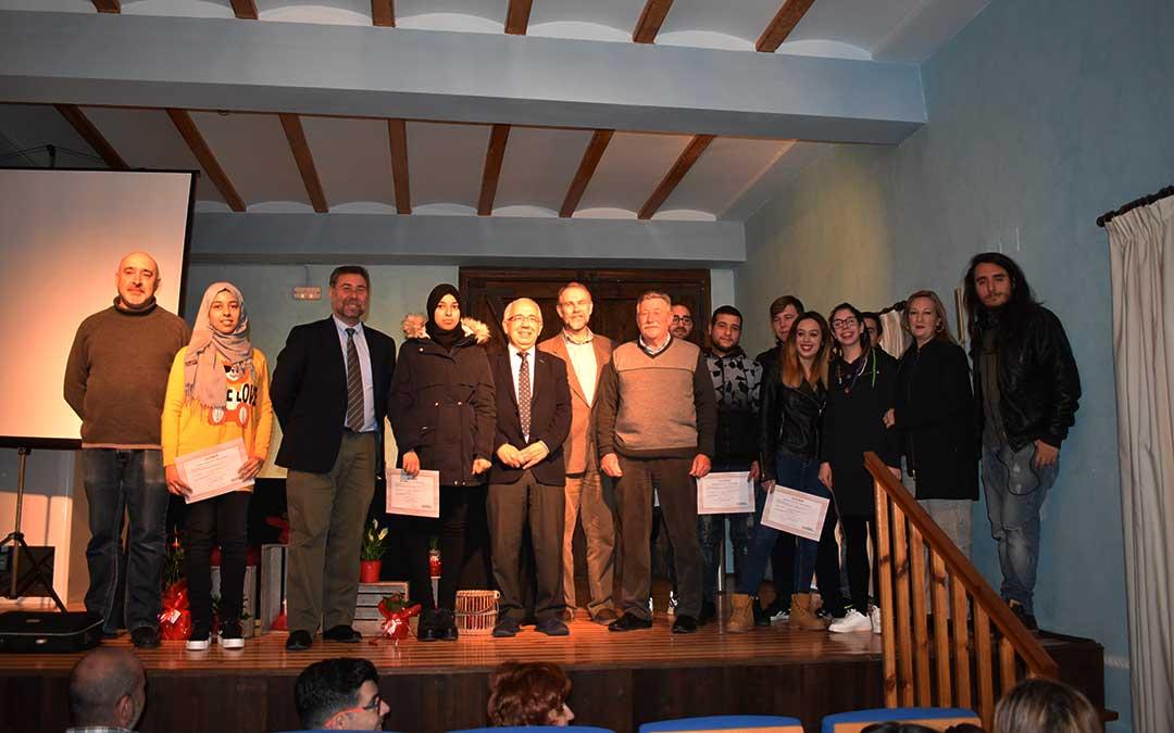 Representantes municipales y del INAEM, director, profesores y alumnos de la Escuela Taller de Caspe