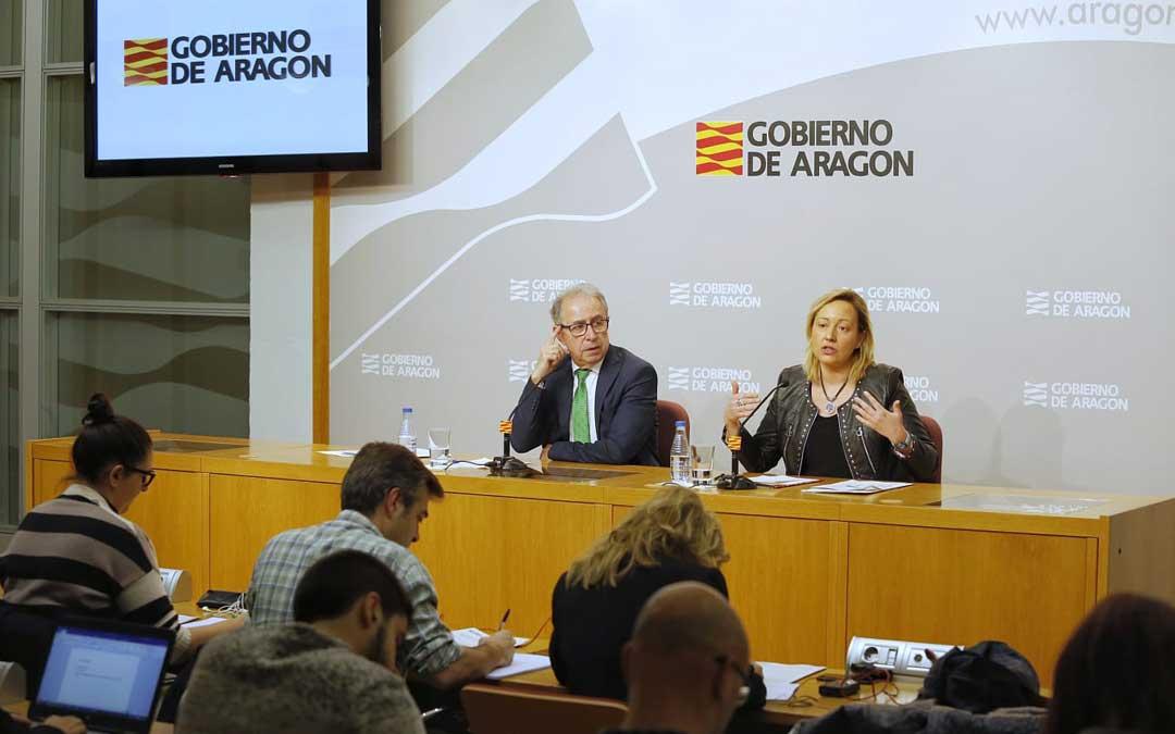 Los consejeros de Hacienda y Economía, Fernando Gimeno y Marta Gastón, en la rueda de prensa posterior al Consejo de Gobierno