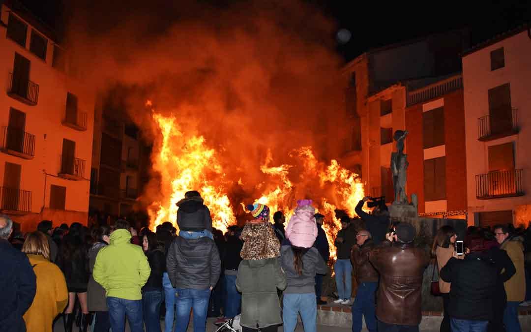 Primera hoguera por San Sebastián en Castelserás.