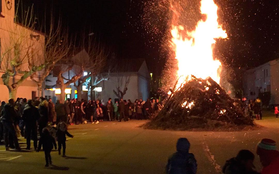 La hoguera popular de la Calle Nido fue uno de los actos más concurridos