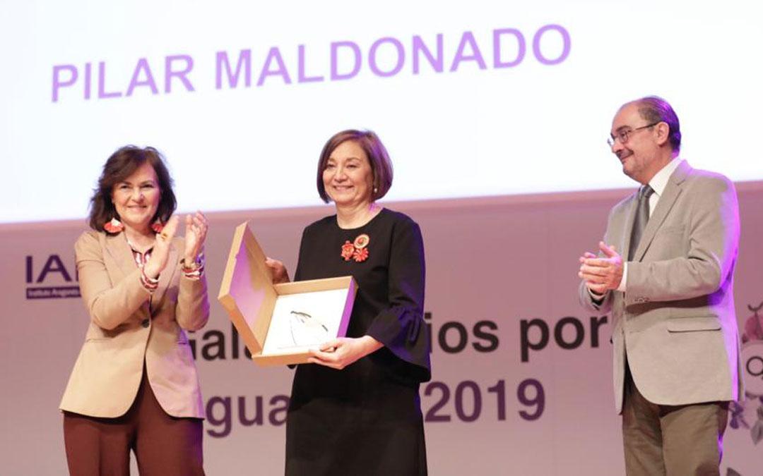 Pilar Maldonado, recibiendo el premio a la trayectoria personal a favor de la igualdad