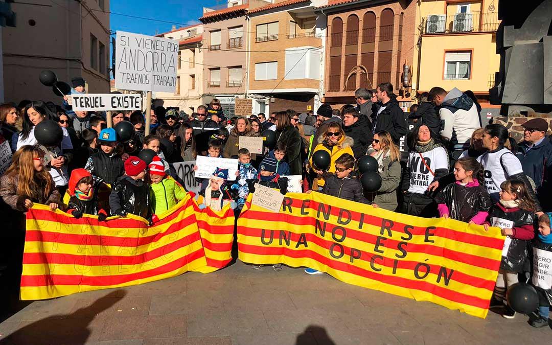 Cientos de niños portaron pancartas y protagonizaron la manifestación.