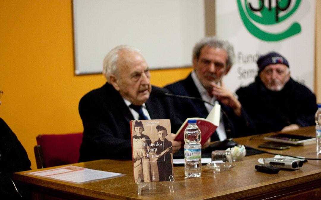 El fabarol Pepe Bada ha escrito el libro 'Recuerdos para la paz'.
