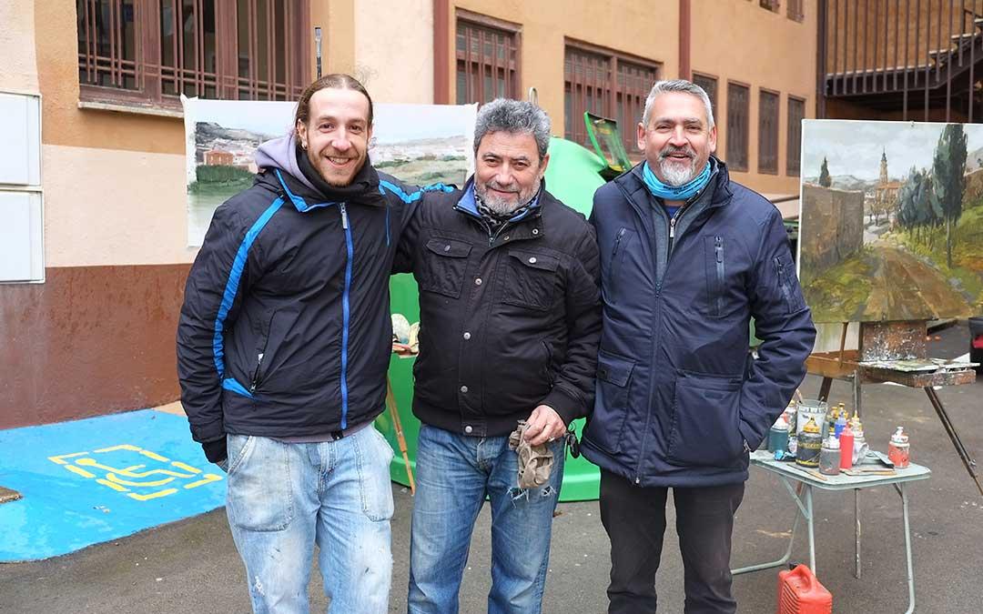 Tres participantes en el certamen de pintura rapida celebrado en alcorisa