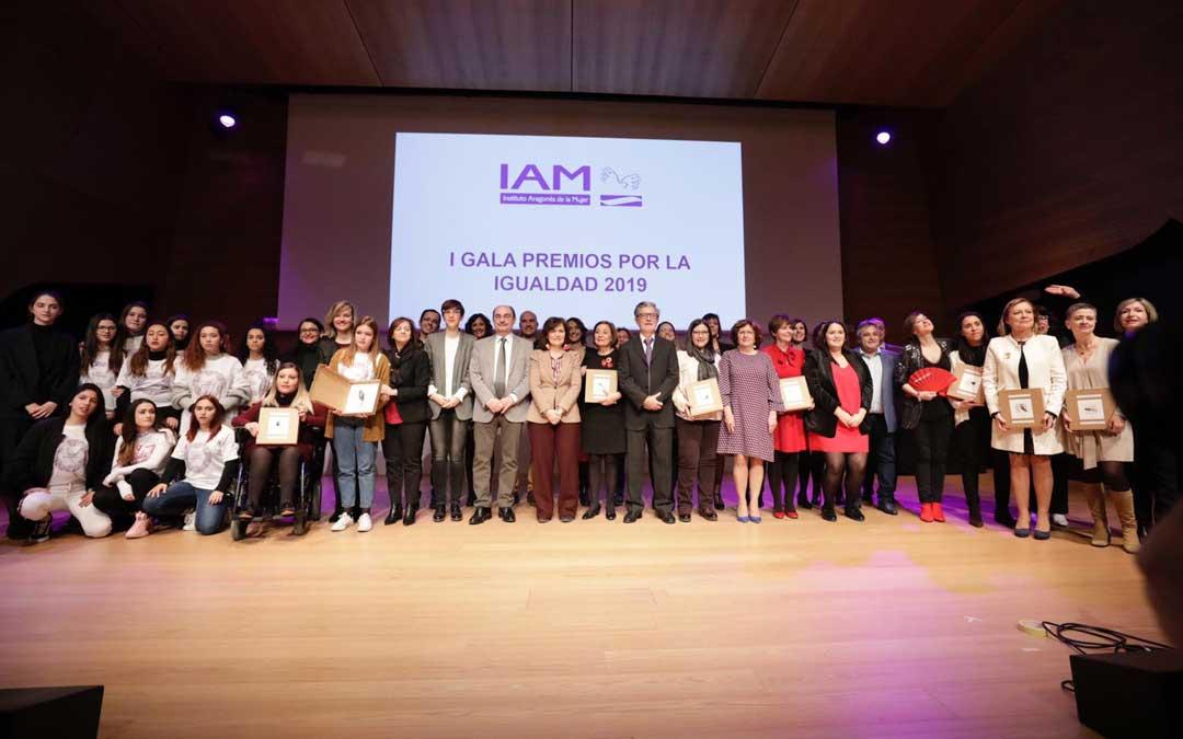 Las galardonadas en los I Premios por la Igualdad en Aragón